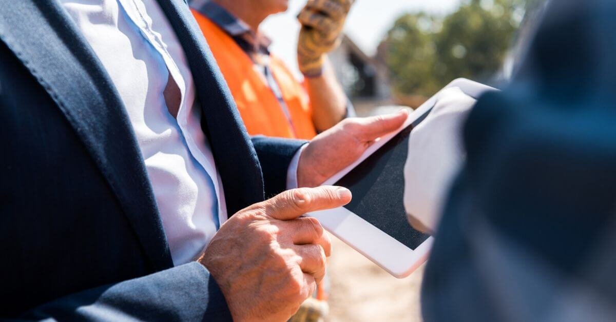 Mobile workforce management with IoT